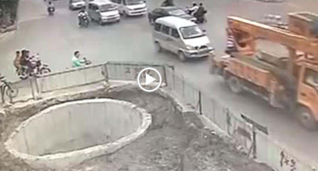 šílený motorkář, video