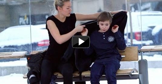 emotivní video dítě v mrazu